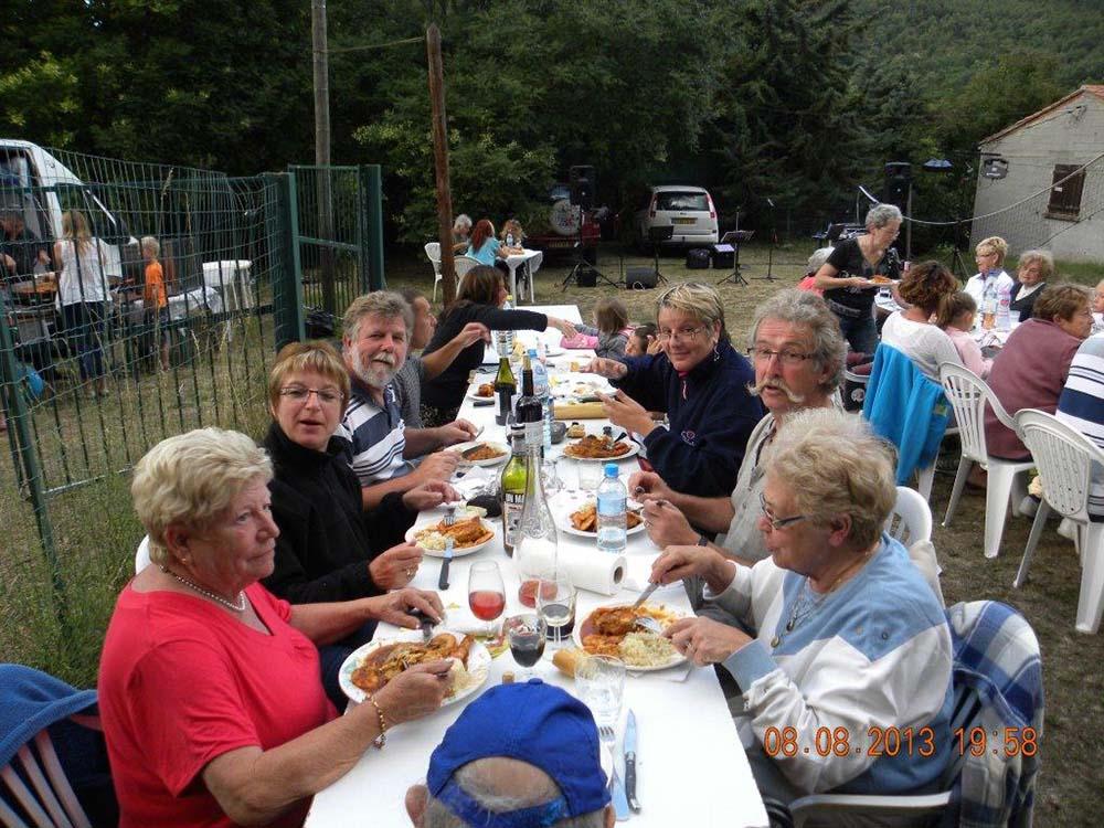 repas de groupe en camping